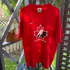 Vintage team Canada Nike T-shirt. Great piece for any hockey fan